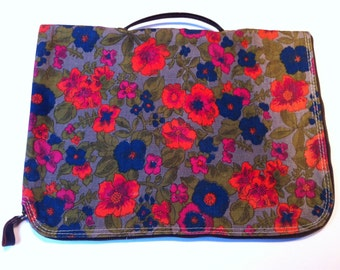 "vintage cloth computer/ lap top bag 14"" by 10"" very very groovy"