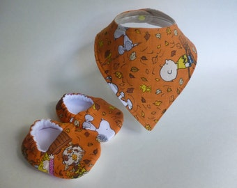 Peanuts/Snoopy Inspired Baby Shoes/Bib Gift Set