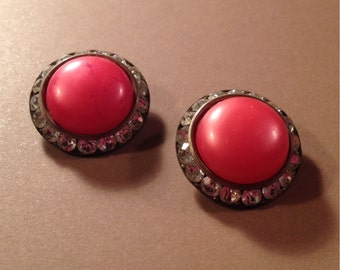 Vintage 1950s - 1960s Round Rhinestone Faux Coral Pearl Clip On Earrings - Free U S A Shipping