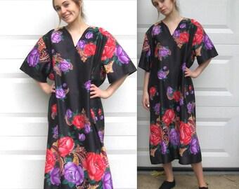 house dress . German house dress . 60s house dress. large roses dress . polyester dress . moo moo dress . beach cover . folk roses dress