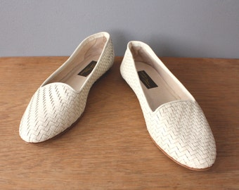 vintage woven shoes 8.5 / white leather flats / italian leather shoes / slip on shoes