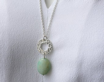 Peruvian Opal Green Swing Necklace / Long Necklace with Hammered Ring / Green Opal Stone Pendant Necklace / Modern Silver Jewelry