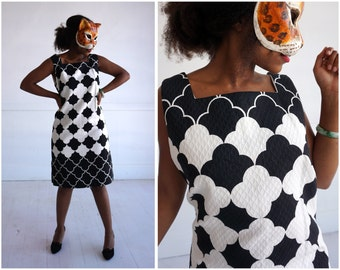 Vintage 60s Black and White Quatrefoil Patterned Shift Dress by Rhapsody by Glazier | Medium/ Large