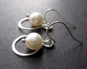 SALE - Enter SAVE10 - Pearl Earrings, Infinity Sterling Silver Pearl Earrings, Pearl Drop Earrings, Wedding Jewelry