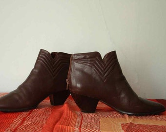 Vintage 80s Brown Leather Back-Zip Ankle Boots - Size 8.5