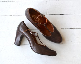 Alfiero T-stap heels | vintage 1970s t-strap shoes | leather t-strap mary janes 8