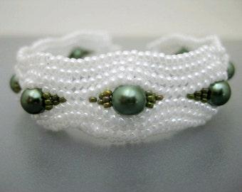 Herringbone Bracelet / Serpentine Bracelet / Beaded Bracelet  In White and Olive  / Pearls Bracelet / Ndebele Bracelet / Beadwork Bracelet