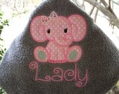 Personalized kids hooded bath towel. hooded beach towel. Elephant hooded towel. Girl. Bath towel. Hooded towel. Toddler hooded towel. Baby