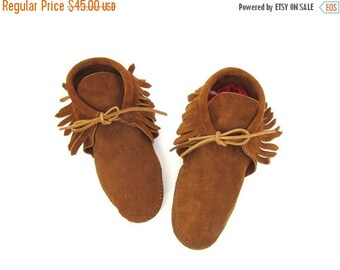 Vintage Leather Moccasins MinnieTonka Brown Suede Fringed Booties Boho Southwestern Ankle Boots Slip On Lace Up Slippers Mens 8 Womens 9