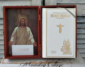 ViNTaGe CaTHoLiC MeMoRiaL EDiTioN BiBLe in WooDeN CaSe