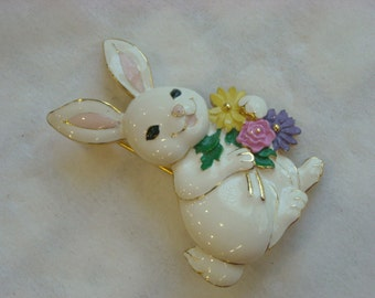 enamel rabbit pin  ( Z 38 )