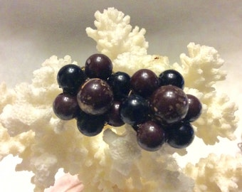 Vintage 1950's japan beaded cluster clip on earrings brown black.