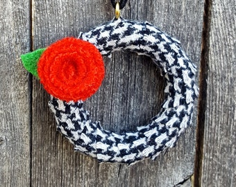 Rescued Mini Wool Wreath Ornament - Houndstooth Check