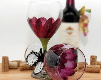 Hand painted wine glass, painted wine glass, flower wine glass, berry wine,  burgundy wedding, daisy, wine goblet, unique wine glass, flower