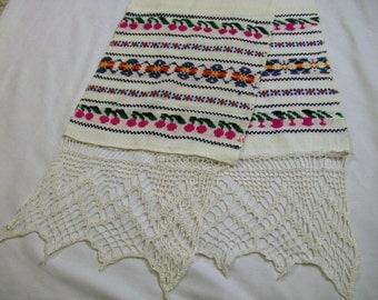 Vintage Table Runner, Table Runner with Crochet Trim, Red Cherries, White Table Runner, Table Runner with Crochet, vintage linens