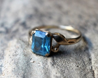 Vintage RING/ 10K Gold Blue Stone Jewelry / Faux Topaz Size 7 Ring