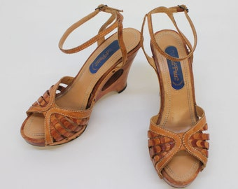 70's Leather Wood Platform Sandals / Disco Shoes / Hippie Shoes / High Heels / Wild Pair / Size 6 B