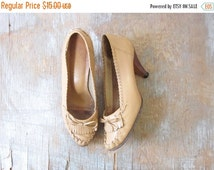 50% OFF SALE moccasin heels, vintage 70s moccasin pumps, 1970s leather loafers, size 8.5 shoes