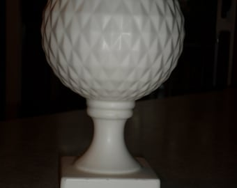 white ceramic pottery quilted diamond Ivy ball Rose bowl pedestal Vase Inarco Clev Ohio