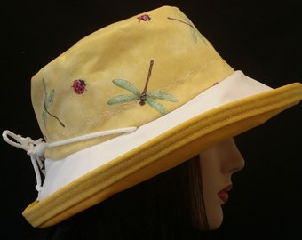 Sunblocker - Big brim sun hat with in cheerful dragonfly ladybug print with adjustable fit