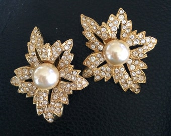 Retro ©KJL Crystal Earrings, Book Piece, Bridal, Bright Rhinestones w/Pearl Accent, Flower/Flame Design, Gold Plated, Excellent Condition