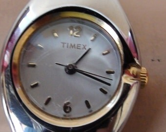 Cute Lady's Watch Timex Vintage Wrist watch Silver Tone  Expandable Band  Working  Minor Wear