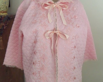 Pretty in Pink 1950s Vintage Embroidered Pink Quilted Nylon Bedjacket M-L