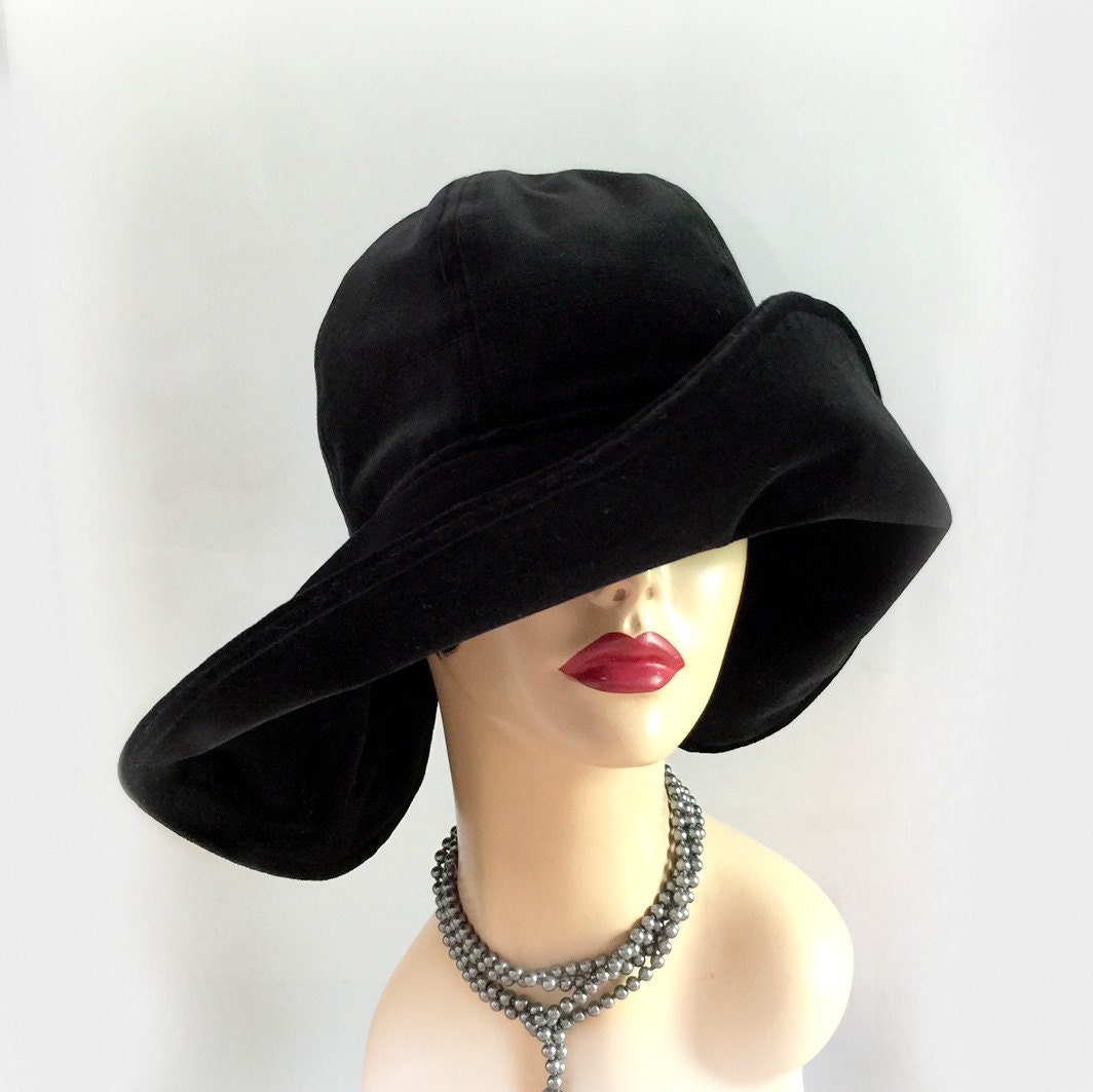 Big size hats come in sizes from extra-large (XL) to three times its size (3XL). These oversized hats are perfect for people who have bigger body structures. While these hats come with big sizes, they still look great just like the hats with standard sizes.