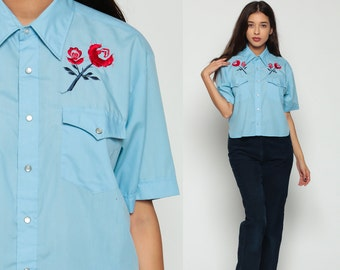 EMBROIDERED Western Shirt 70s Pearl Snap Floral Cowboy Button Up Top Rose 1970s Vintage Short Sleeve Blouse Rockabilly Blue Medium Large