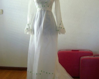 ON SALE 50% OFF Vintage Wedding Gown with Spring Green Trim // Gorgeous 1970s boho gown with 3/4 length sleeves