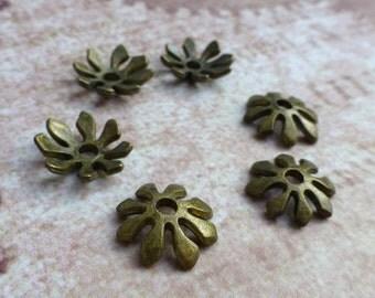 free uk postage Antique Bronze 8 petal Bead Cap - 50 pcs