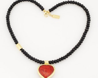 Onyx necklace with a heart of Coral