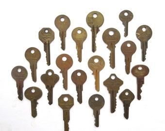 20 vintage keys, flat keys, key collection, key assortment, house key, house, steampunk key, unique key, artist supplies, old keys, A1, 7