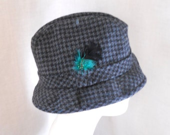 25 per cent off. Use coupon code HOLIDAYHAPPINESS2.Vintage Stetson houndstooth plaid wool fedora hat. Size 7 3/8. Black, grey, teal.