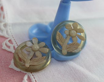 2 Buttons Set Celluloid Flowers VINTAGE by Plantdreaming