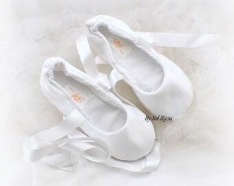 White Wedding Flats, Ballet Flats, Ballet Slippers, Satin Flats, Flower Girl Flats, Reception Flats, Bridal Flats, Elegant, Vintage Wedding