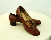 1960s Selby Fifth Avenue shoes spectator oxfords perforated leather two toned lace up Size 8 AA