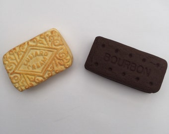 Set of 2 novelty polymer clay biscuits magnets bourbon and custard cream