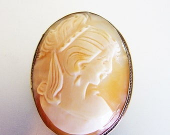 Vintage Carved Shell Cameo Pendant/Brooch
