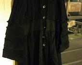 Schwarze Krähe-Upcycled-Sweater-Coat