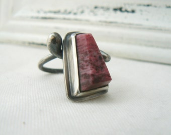 Oxidized Sterling silver Ring and Piemontite Thulite Gemstone in a fancy cut- Modern ring - size 9 - READY TO SHIP