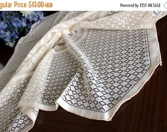 40 Inch Synthetic Lace Tablecloth in Cream, Lacy Table Cloth 13613