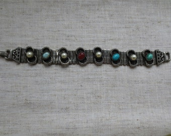 Vintage beautiful  art deco design gem stones faux gemstones silver tone flexible bracelet. Lot of 1 bracelet.