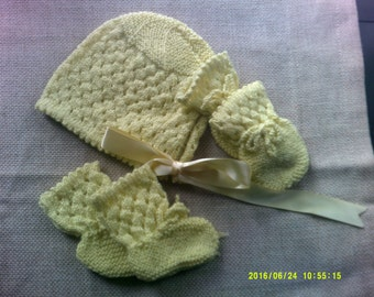 Bright yellow bonnet, bootees and mittens set