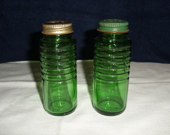 Depression Glass Green Salt and Pepper Shakers.  Owens-Illinois Glass Co.