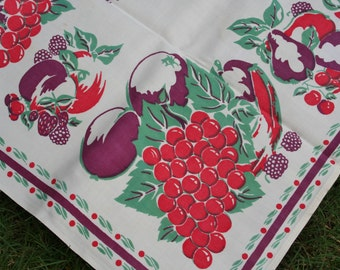 Vintage Printed Tablecloth Set with Grapes Pears Berries Cherries 4 Napkins