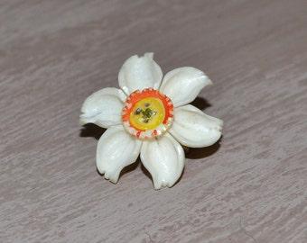 Vintage cca 1930 carved daffodil brooch