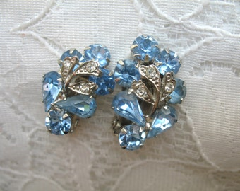 Vintage Rhinestone Earrings ~ Clip On ~ Blue Rhinestones ~ Weiss