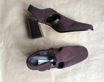 WEEKEND SALE 25% OFF / 1990's vintage chunky block heel / brown elastic t strap slingback shoe / womens / deadstock