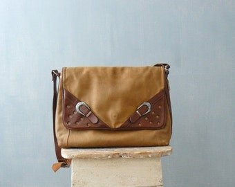 40% OFF SALE // Vintage 1970s bag. 70s tan leather purse
